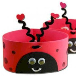 Help the children follow the steps below to create their own bug hat