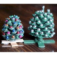 Miniature Pinecone Christmas Trees - Kids Crafts