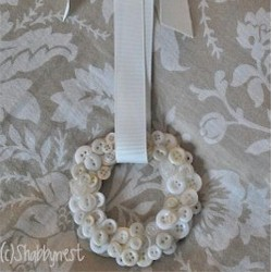 Image of Mini Button Wreath