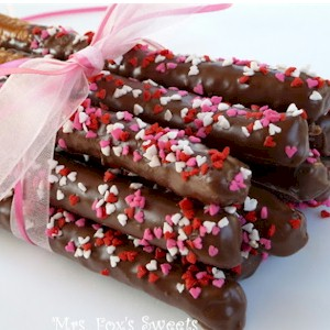 How To Make Chocolate Dipped Valentine Pretzels