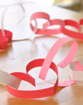 Image of Heart Paper Chain