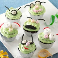 Image of Snowmen Cupcake Skewers