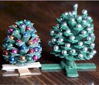 Miniature pine cone christmas trees for Pine cone christmas ornaments crafts
