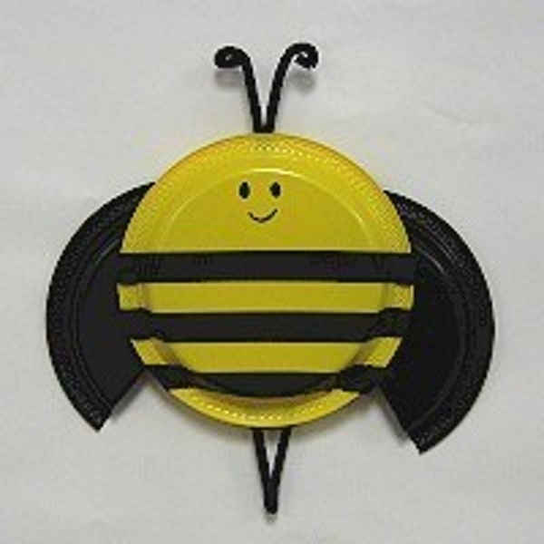 Easy bee craft for young children to make from a paper plate.