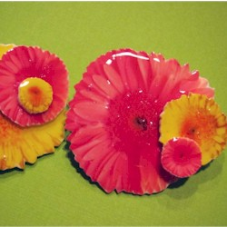 Shrink Wrap Daisy Pin